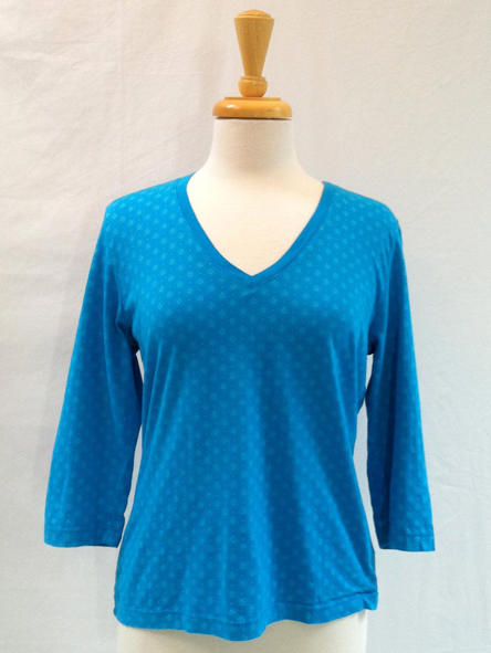 Top Circles in blue 3/4 sleeve V-neck