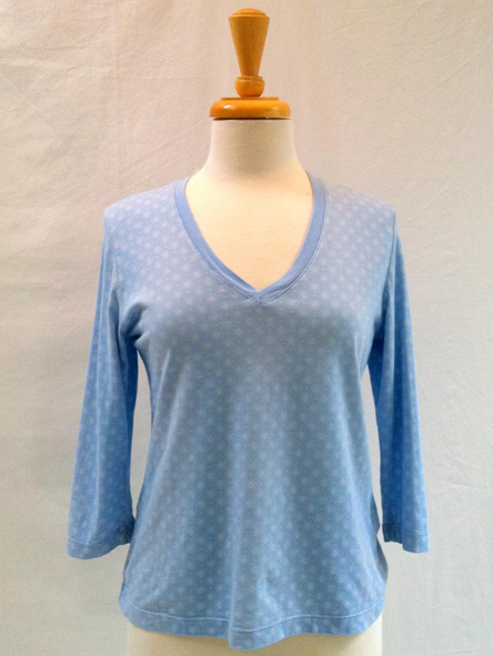 Top Circles in Light Blue 3/4 sleeve V-neck