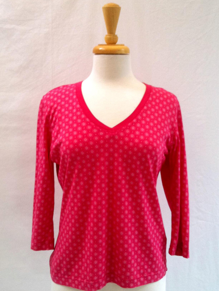 Top Circles in Pink 3/4 sleeve V-neck